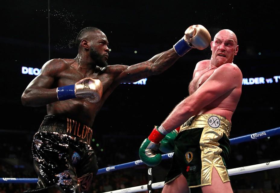 Тайсон Фьюри дал серьезный отпор действующему чемпиону мира по версии WBC в супертяжелом весе.