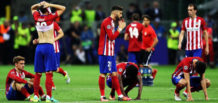 Soccer Football - Atletico Madrid v Real Madrid - UEFA Champions League Final - San Siro Stadium, Milan, Italy - 28/5/16 Atletico Madrid players look dejected after the game Action Images via Reuters / Carl Recine Livepic EDITORIAL USE ONLY.